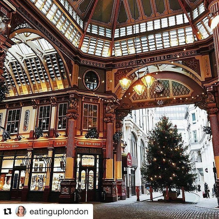 #Repost @eatinguplondon Christmas in London is the absolute best  #eatinguplondon #london #foodie #food #festive #december #christmas #market #leadenhallmarket #lights #blog #blogger #city #thebest #pretty