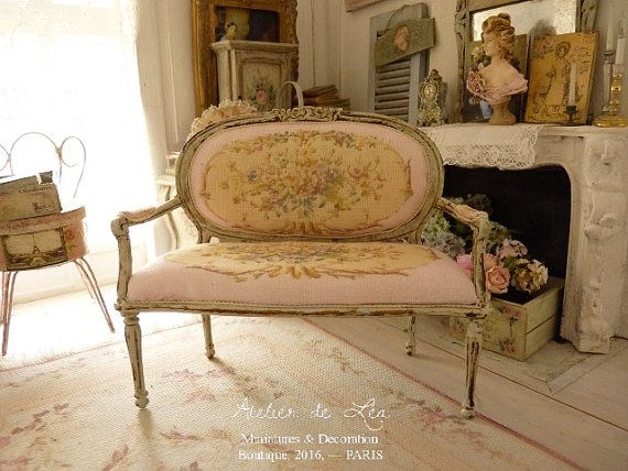 Marie-Antoinette medallion French sofa Louis XVI by AtelierdeLea