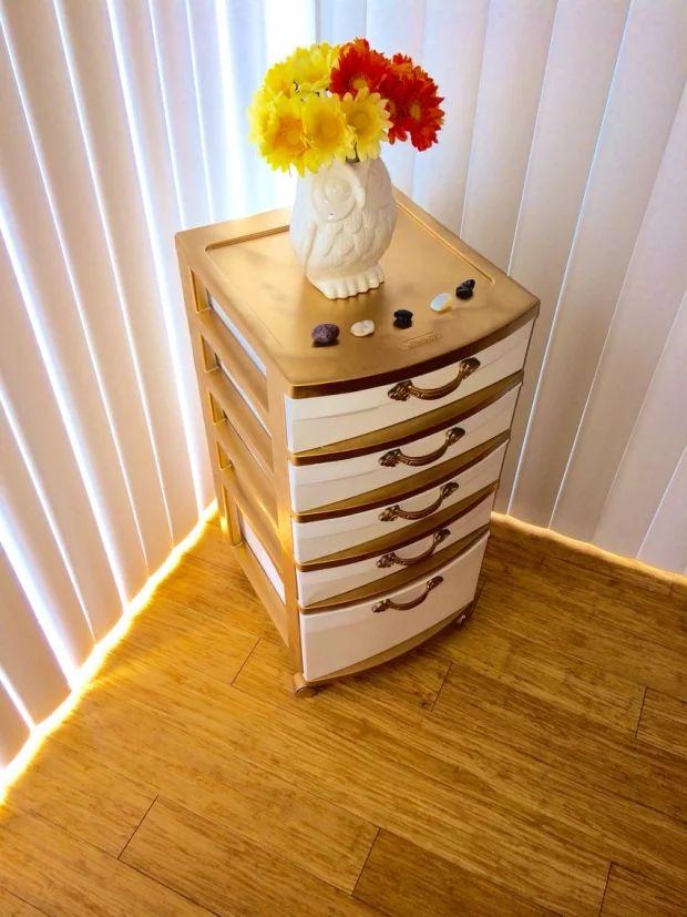 DIY dorm decor | DIY | gold storage bin | 8 Dorm Decor DIYs Freshmen Should Start Making Now | college | crafts | dorm living | dorm room | cute dorm ideas