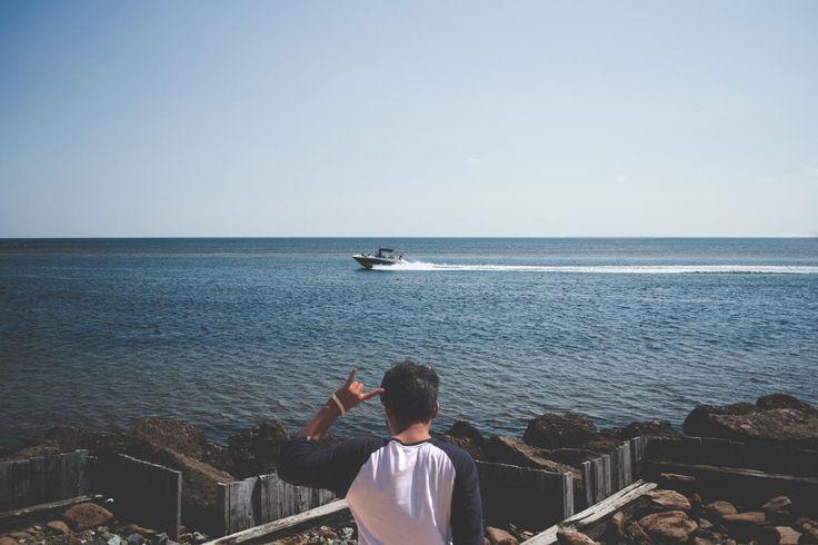 ✳ New free photo at Avopix.com - Man Wearing Blue and White T Shirt Next to a Seashore    📷 https://avopix.com/photo/46485-man-wearing-blue-and-white-t-shirt-next-to-a-seashore    #sea #ocean #water #coast #beach #avopix #free #photos #public #domain