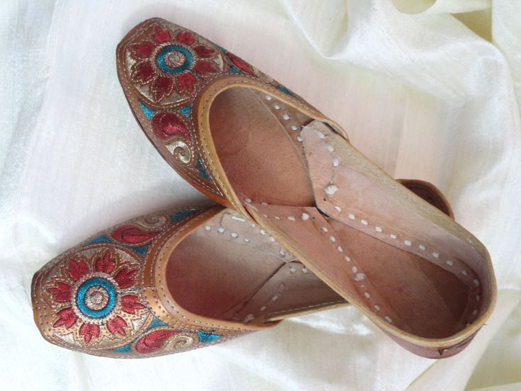 Casual, summer boho, ethnic shoes. Handmade, hand embroidered women's shoes. Indian Leather Punjabi shoe or sandals.  From Artikrti. http://bit.ly/1MlfftA