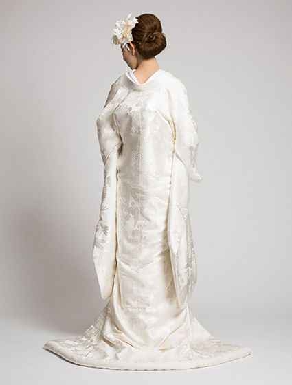 ウエディングドレス、高品質な結婚式ドレスならW by Watabe Wedding / 白無垢【川島織物 松波飛鶴文】