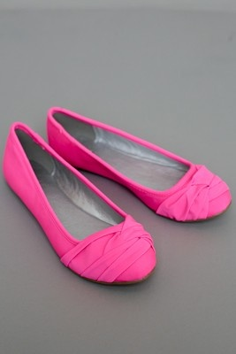 so I'm normally not a fan of flats, but I do love these! probably only b/c they're hot pink :)