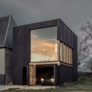 Blackened timber coastal home, Antonin Ziegler