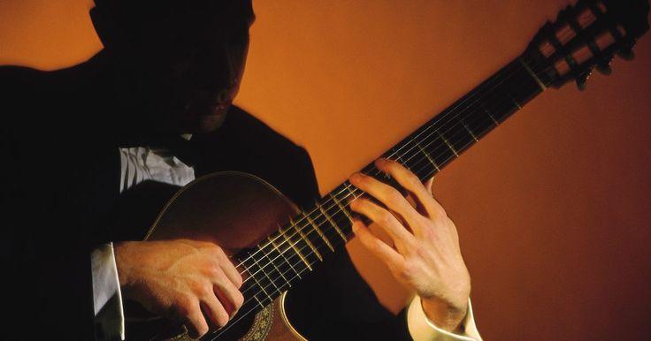 Técnica de punteo con los dedos para guitarra clásica . El estilo de guitarra clásica incluye arpegios, cascadas de notas de un solo acorde, que se producen con los dedos de la mano derecha, usualmente el índice, el medio y el anular. Los arpegios son una buen forma de comenzar a practicar la técnica de punteo de la guitarra clásica, pues las notas se suceden unas a otras en patrones ascendentes o ...