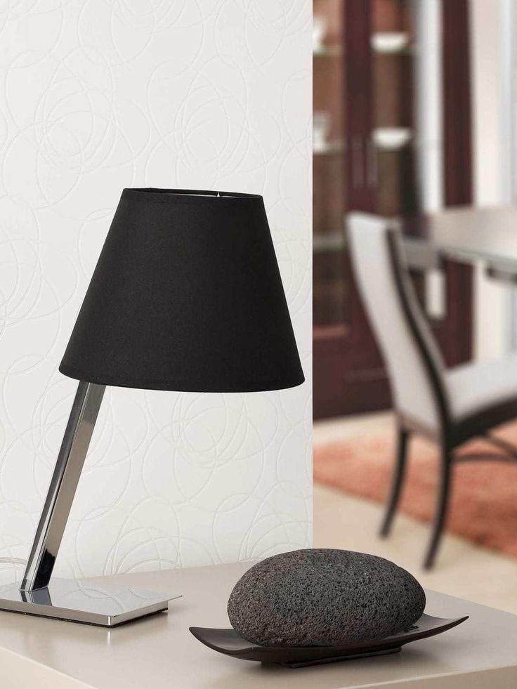 Tischleuchte Faro Moma Table präsentiert sich mit großem Namen, der hält, was er verspricht. Das urbane Flair, das über den Produktnamen zur Geltung kommt, ist dem Design der Leuchte anzusehen. Auf solidem Stahlgestell trohnt ein Lampenschirm aus Textil, der sich in altbekannter Form zeigt, die konisch verläuft und sich zu zwei gegenüberliegenden Seiten öffnet. Ganz neu ist dahingegen das Gestell, …