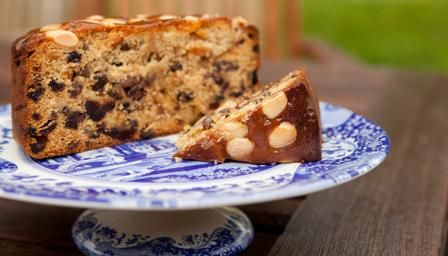 Dundee cake: a classic Scottish fruit cake, this rich cake is made w/mixed peel, dried fruit, almonds & spices.