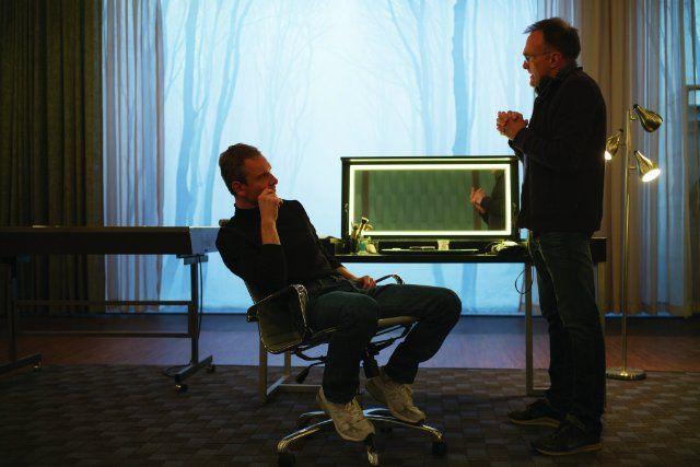 Still of Danny Boyle and Michael Fassbender in Steve Jobs (2015)