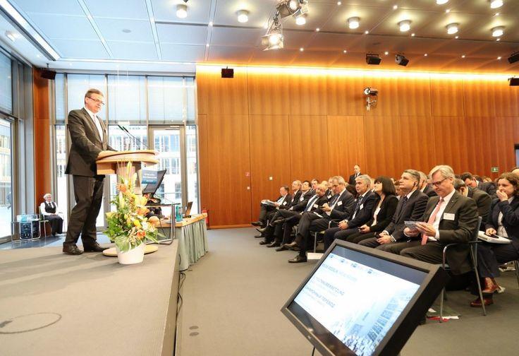 Am Freitag fand die große Russland-Konferenz der Deutsch-Russischen Auslandshandelskammer im Haus der deutschen Wirtschaft statt. Diesmal stellte sich auch die Eurasische Wirtschaftsunion dort vor. Alle Redner richteten klare Ansagen an das Kanzleramt.