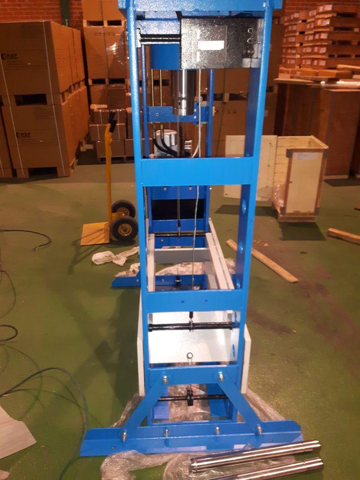 #prensa #prensahidraulica #taller #talleres #rsf #maquinas #maquinaria #dureza #trabajo #engineeringlife #heavyequipment #heavyequipmentlife #heavymachinery #equipment #press