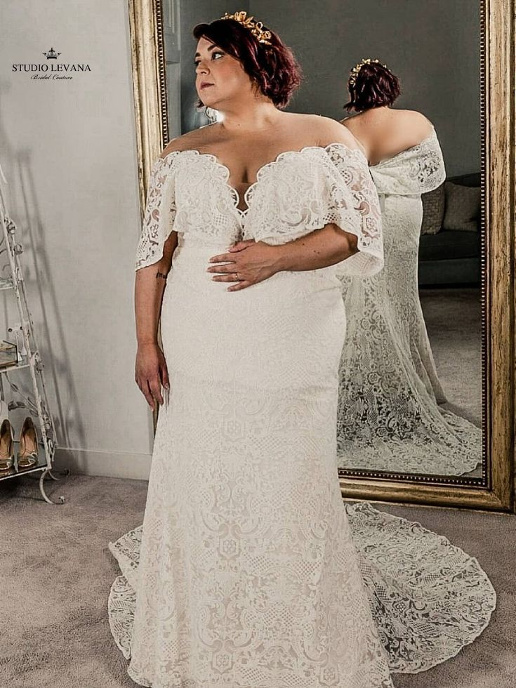 Trying On Experience At Bridal Boutique Gorgeous Plus Size Bohemian Bridal Gown With Gentle Vint Wedding Dress Vintage Sleeves Wedding Dresses Bohemian Bridal