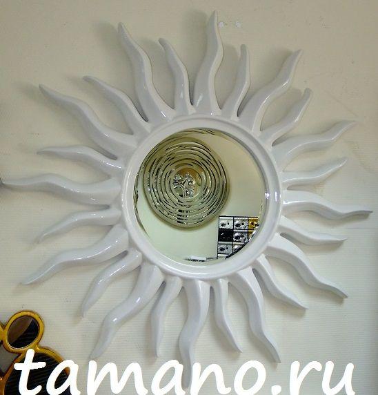 Зеркала в рамах в виде Солнца