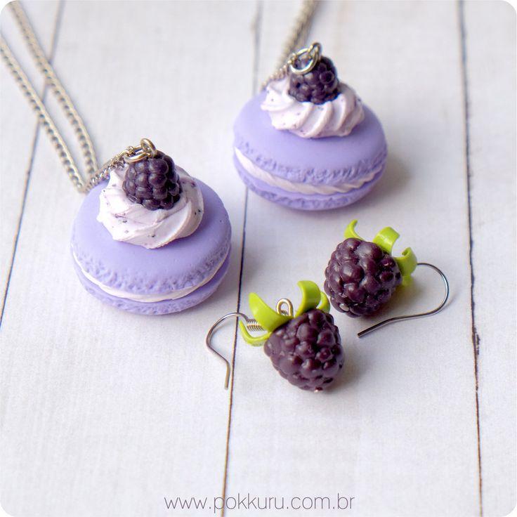 brincos amora e colar macaron - blackberry  earrings and macaron necklace - miniature polymer clay fruits and charms - pokkuru