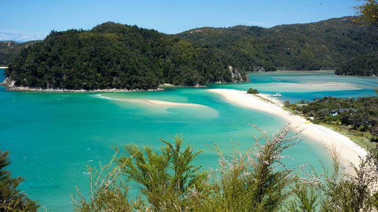 A blue sandy bay in Abel Tasman.