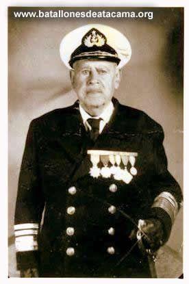 """Vicealmirante. WENCESLAO VARGAS ROJAS. Serenense, último sobreviviente del Combate Naval de Iquique. Intervino de cortos años como grumete, según la lista de la tripulación gloriosa del 21 de mayo de 1879. Sus restos descansan en el monumento de los Héroes en Valparaíso al lado de Prat y Aldea. Su firma con dedicatoria ha quedado en un cuadro en el museo histórico """"Huascar"""" a bordo del buque anclado en Talcahuano."""