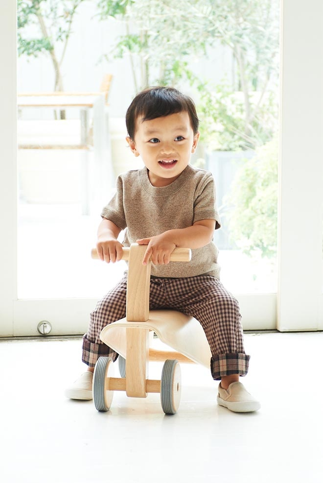 "look at those pants!  ""MUJI 無印良品 #MUJI"""