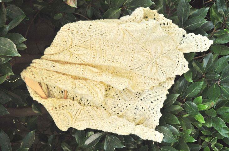 Merino wool blanket, merino wool Shawl, Hand knitted blanket, baby blanket, White blanket by Acurruca on Etsy https://www.etsy.com/listing/191765100/merino-wool-blanket-merino-wool-shawl