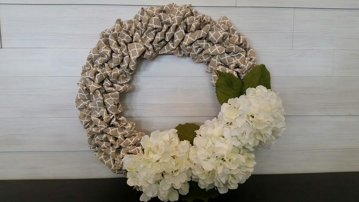 Material Print Wreath with Flowers #wreath #wreathideas #flowers #goldenforrest #goldenforrestcreations