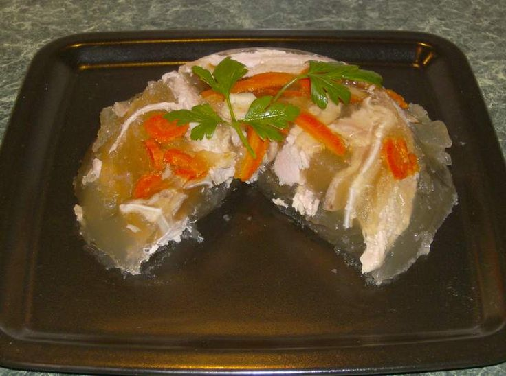 Reteta culinara Piftie de porc din categoria Aperitive / Garnituri. Cum sa faci Piftie de porc