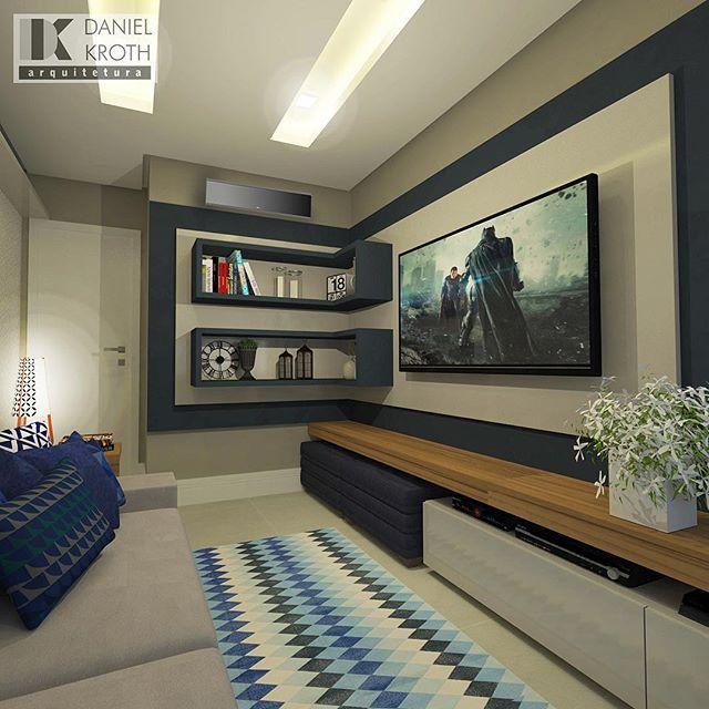 Projeto para uma Sala de TV em tons de azul cobalto com marcenaria bem prática…