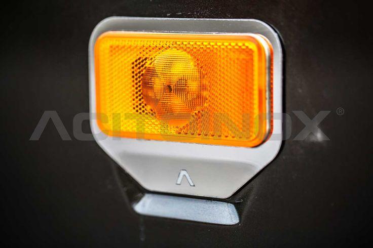 Cornici luce carena in acciaio inox super mirror (aisi 304) per Renault Trucks T. Il kit è composto da quattro pezzi (due lato destro e due lato sinistro) e sono dotati di bi-adesivo per il fissaggio. Per una corretta applicazione segui le ISTRUZIONI DI MONTAGGIO.
