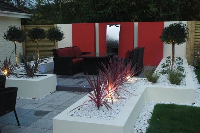 Red feature wall in Manchester garden design
