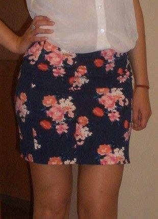 Kup mój przedmiot na #vintedpl http://www.vinted.pl/damska-odziez/spodnice/11278616-granatowa-spodniczka-mini-house-kwiaty