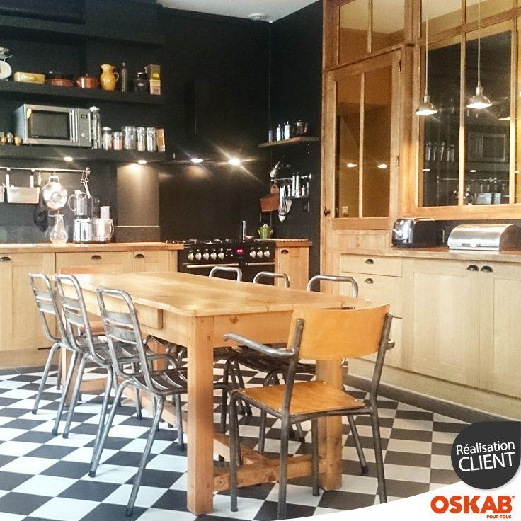 Cuisine bistrot noire et bois ambiance chic et retro  Tables, Chic et ...