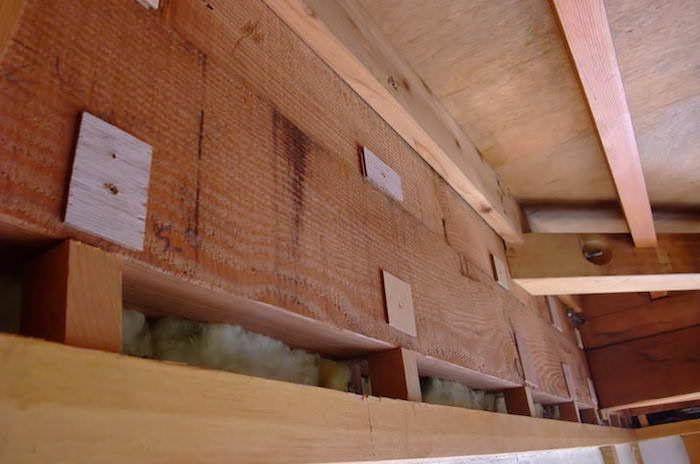 木組みの下地に石膏ボードを固定し壁を塞ぐ 99 Diy Diyブログ 2020 石膏ボード 壁 解体