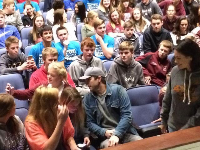 Ashton Kutcher surprises students in small-town Iowa