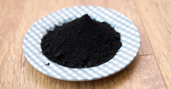 Le billet de Pauline : j'ai testé le charbon végétal pour maigrir : http://www.fourchette-et-bikini.fr/actus/le-billet-de-pauline-jai-teste-le-charbon-vegetal-pour-maigrir-40130.html