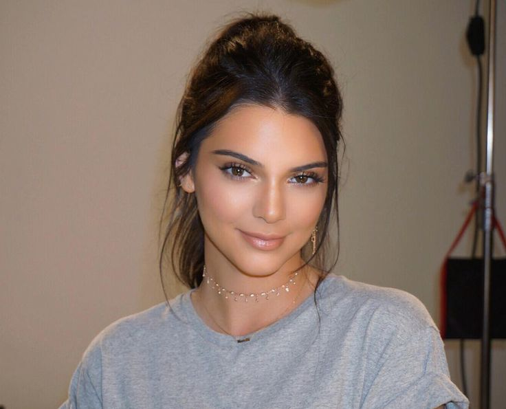 Kendall Jenner soft glam effortless and natural makeup