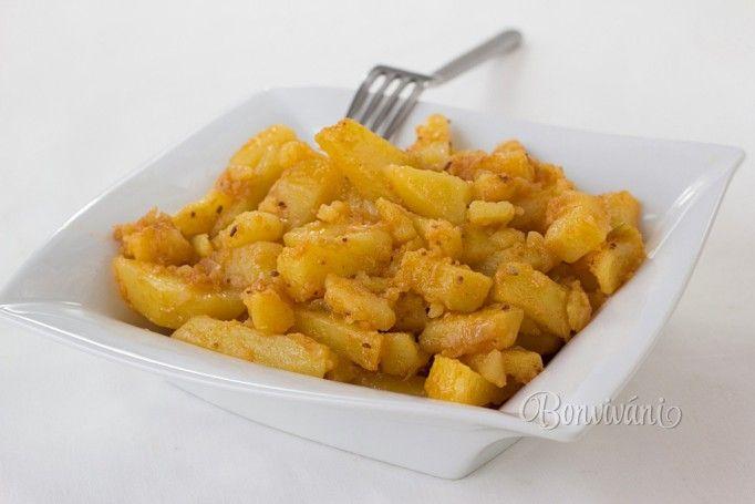 U nás v rodine boli takto dusené zemiaky jedna z najobľúbenejších príloh. Robievala ich kedysi dávno moja babka. A moja mama ich pred výplatou dokonca podávala ako hlavné jedlo s uhorkovým šalátom a tatarkou :)