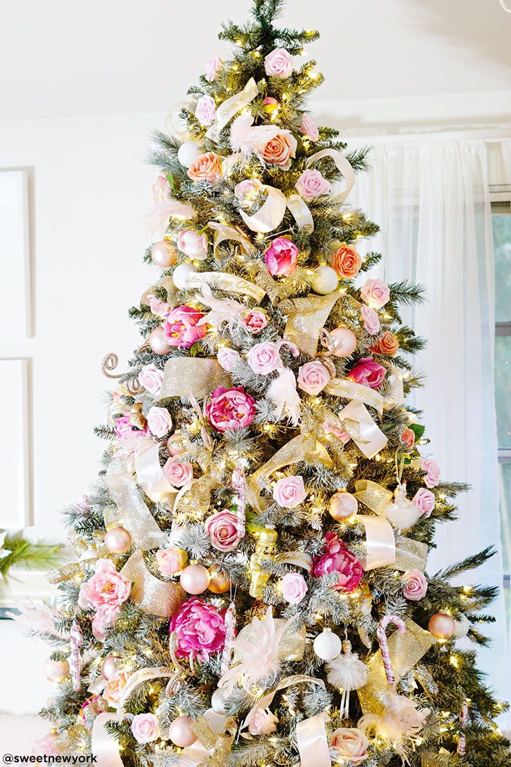 Pink Christmas Tree With Fake Flowers Christmas Tree Flowers Pink Christmas Tree Floral Christmas Tree