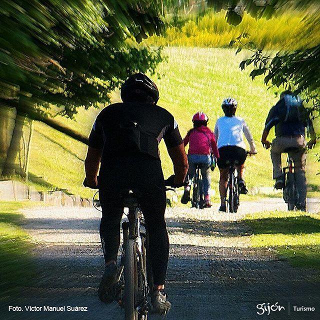 """Hoy domingo, primera ruta por los parques de Gijón, dentro de los """"30 DÍAS EN BICI"""" de abril, con @30diasenbici Recuerda: haremos una ruta distinta cada domingo de abril. Infórmate aquí: www.30diasenbicigijon.com #Bicis #Bikes #Ciclistas #Bikers #Cyclists #Abril #April #Gijón #Xixón #Asturias #Asturies #AsturiasConSal #NorthernSpainWithZest #Turismo #Tourism"""