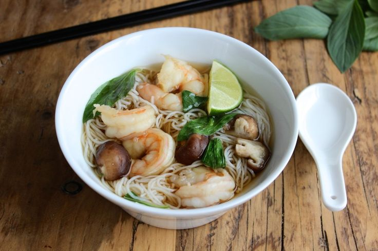 Zupa tajska z makaronem ryżowym