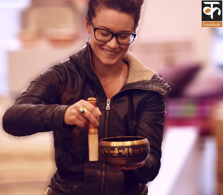 The Singing Bowl, also called a Himalayan Bowl, is known to be used by Buddhist monks since 600 B.C.    The Singing Bowl can be used for:  healing meditation sound therapy stress relief chakra balancing sound massage