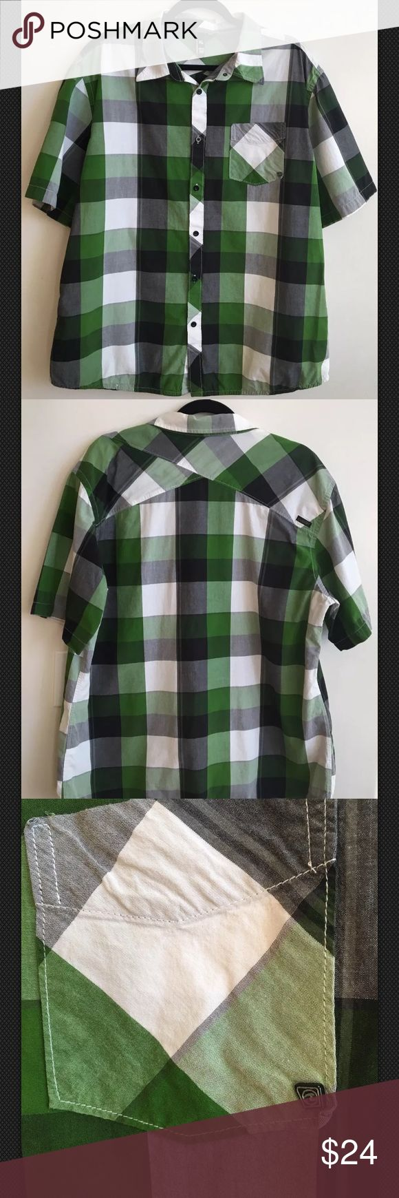 """Ocean Current Men's Short Sleeve Dress Shirt Sz XL Ocean Current Men's Button Down Short Sleeve shirt. Plaid Black and Green color.  ▪️Size XL ▪️Measurement approximately (laying-flat) Pit to pit 24 1/2 Length 30"""" inches ▪️Very good Condition. No rips, holes or stains. ▪️Coming from a Smoke-free and Pet-free home. Ocean Current Shirts Casual Button Down Shirts"""