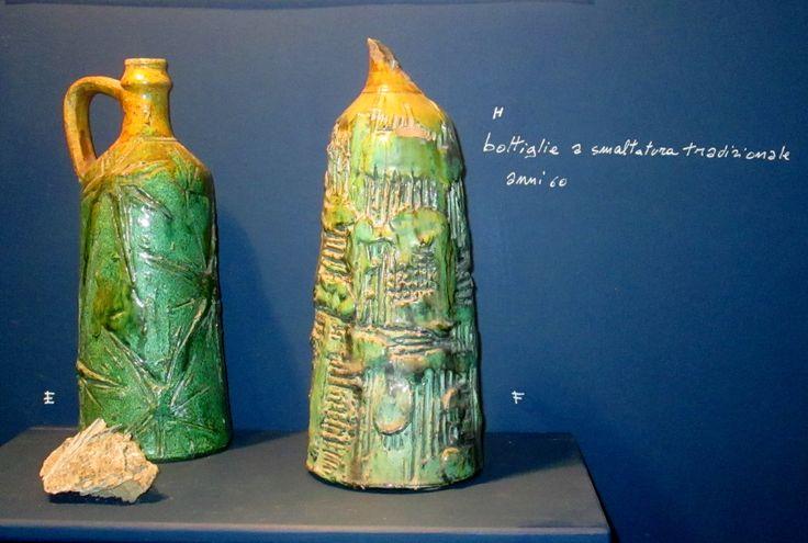 Bottiglie con vernice a smaltatura tradizionale Opera di Nicola Atzori