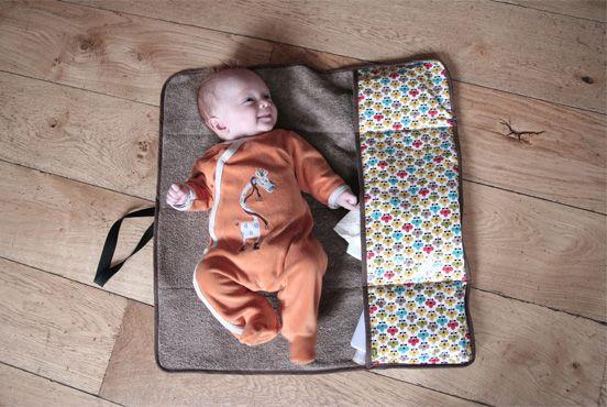 Marcel est arrivé au mois de janvier. Et pour son arrivé, je voulais qu'il ai la classe !! Alors, pour allez à la maternité, j'ai cousu un grand sac pour ranger toutes ses petites affaires. Et puis, je ne pouvais quand même pas m'arrêter là ! Du coup, j'ai fait le petit tapis de voyage lire la suite...