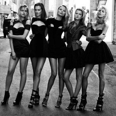 Vazgeçilmez Kısa Siyah Elbiselerimiz