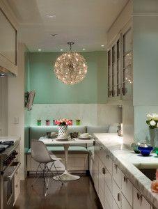 Küche Verschönern Mit Wandfarbe Hellbrün Und Weiße Sitzecke Küche Mit  Hellgrüner Ledersitz