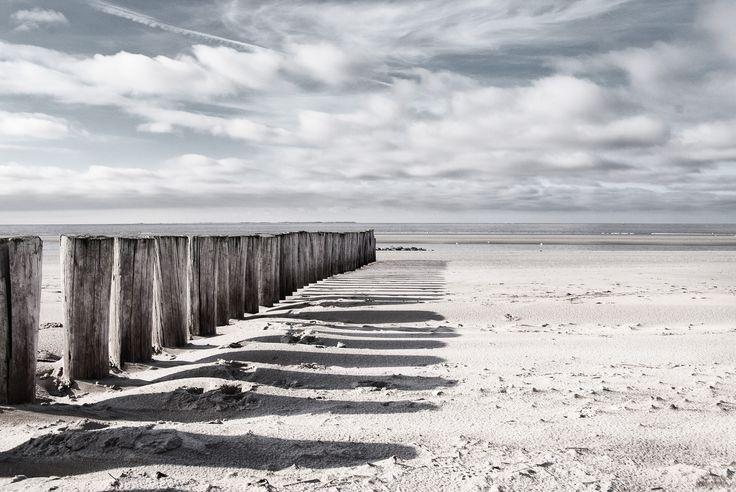 https://flic.kr/p/vKDdwu | Ameland | Beach of Hollum / Ameland. Ameland is a small Dutch island. It lies before the Dutch coast in the mud flat of the North Sea.