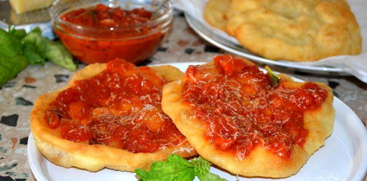 pizza fritta al pomodoro