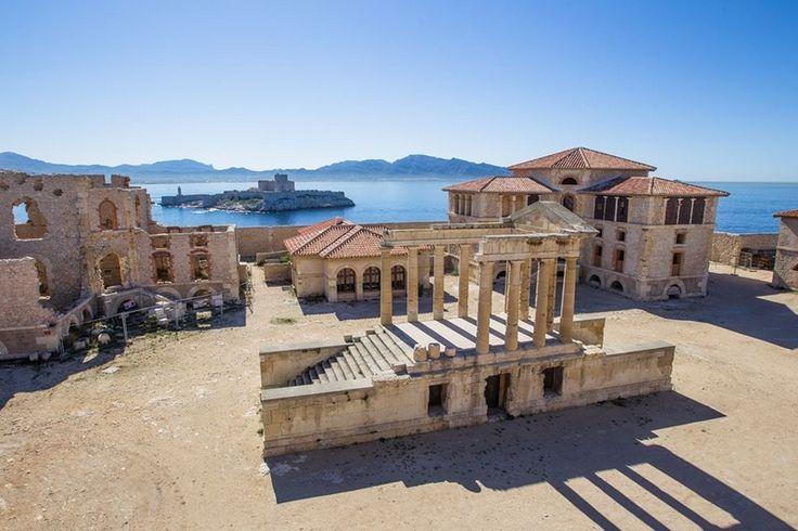 Découvrez l'archipel du Frioul et ses différentes îles (Pomègues et Ratonneau, If et Tiboulen) situées dans la rade de Marseille.