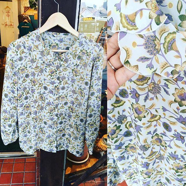 【choosy.choosy】さんのInstagramをピンしています。 《花柄ブラウス♡襟がヒラヒラ…  #choosy #ものがたりを着る #静岡 #古着 #レディース古着 #古着屋 #セレクトショップ #作家 #アクセサリー #絵本 #森 #vintage #antique #usedclothing #used #jpn #Shizuoka》