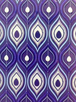 base en arabescos azul de Platicero Mini Angie Oh! Encuentra acá con base rectangular, 60cm de alto. Toque moderno para decorar cualquier espacio.  Info por whatsapp 3152227007
