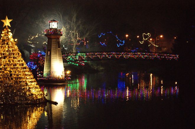 Simcoe Christmas displays // by Lori Broadhead, Simcoe, ON