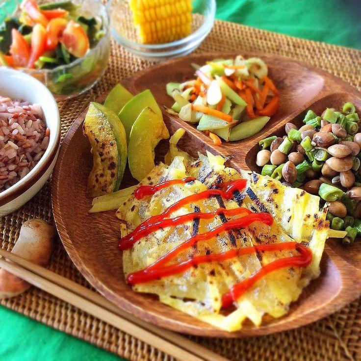 10/1 ヴィーガン & ベジタリアン晩ごはん Today's vegan & vegetarian dinner I cooked it(-) じゃがいもガレットレッドビーンズとインゲンの甘辛炒めジパンと人参のニンニク炒めかぼちゃコーン玄米ごはんトマトと空芯菜の中華スープ  ジパンってjipangって書くんですけどインドネシア語で日本jepangって単語に似たウリ科の野菜日本では見たことないけどねσ(_;) ガレットイメージと全然違った出来だけど芋料理は文句なしでなんでも美味しくなるね(_) #vegan #vegetarian #macrobiotic #macrobi #animallovers #indonesia #lombok #love #animals #go #vegan  #ヴィーガン #ベジタリアン #マクロビ #マクロビオティック #おうちごはん #一人暮らし #ばんごはん #野菜たっぷり #野菜だいすき