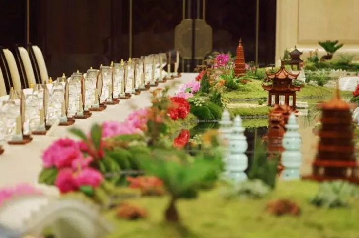 The table setting of #G20 state dinner prepared for world leaders literally brings the West Lake on the table. #travelogue #travel #Hangzhou #beautiful #scenary #photography  #gorgeous #romantic #urbanlife #urbanite #city #citylife #nature